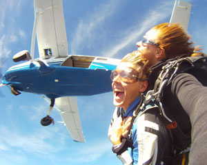 Skydiving Sydney PACKAGE - WEEKEND SPECIAL (includes Photos & Video!) - 14,000ft Tandem Skydive
