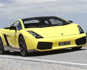 Lamborghini 1 Hour Drive and Dine - Yarra Valley