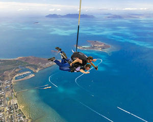 Skydiving Airlie Beach - INCLUDES BEACH LANDING - Tandem Skydive 14,000ft