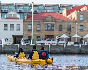 2.5hr Guided Kayaking tour - Hobart City Harbour
